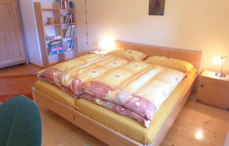 Nesensohn Zimmer mit Doppelbett.jpg